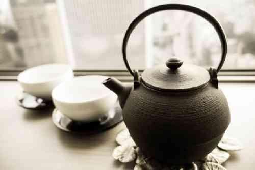 急須とお茶と湯飲み