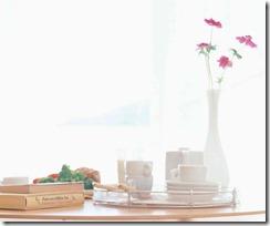 花瓶とコーヒーカップと本