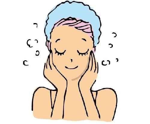洗顔後の女性