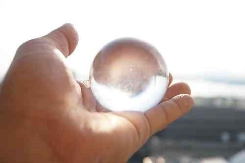 透明なガラス玉