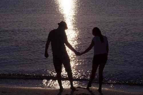 海辺の恋人同士