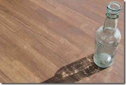 光の当たった瓶