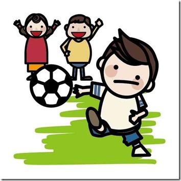 子供達がサッカーをしている