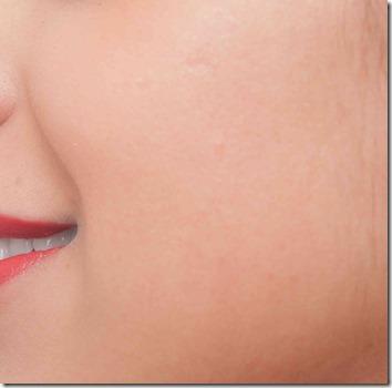 女性の頬の部分の肌