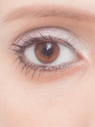目と涙袋と目袋