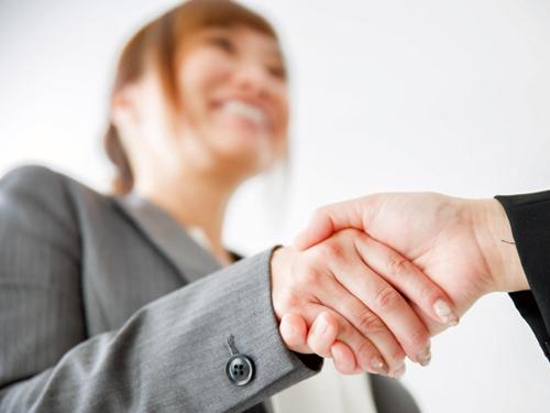 はじめましての握手